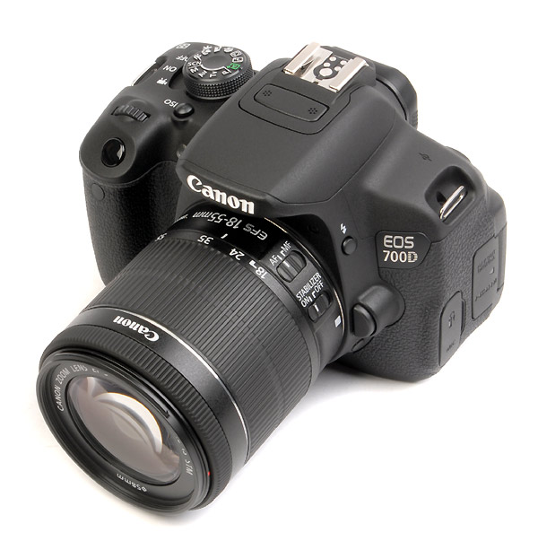 CANON EOS 700D+18/55mm f.3.5/5.6 IS STM- Europa  nuovo